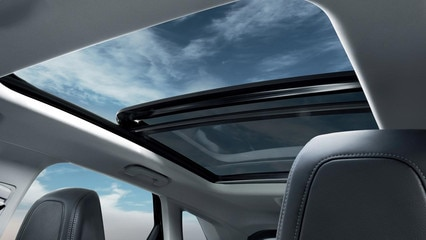 Peugeot all-new 3008 SUV panoramic roof