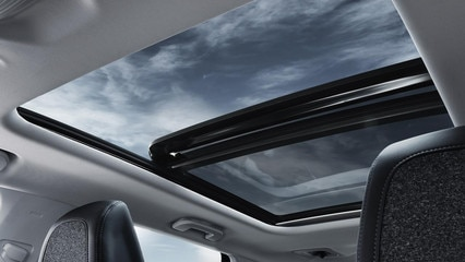 Peugeot 5008 SUV opening panoramic roof