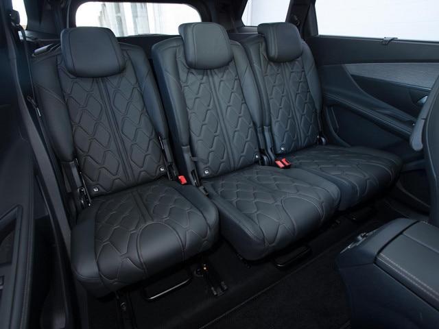New 5008 SUV passenger seats