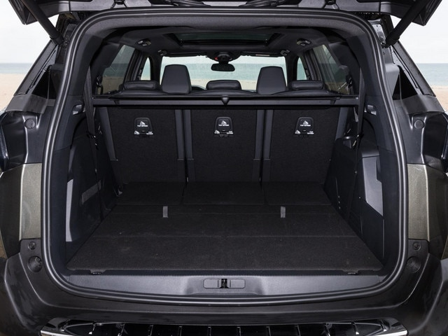 New Peugeot 5008 SUV boot