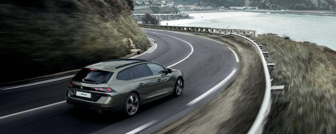 PEUGEOT-508-SW-on-road