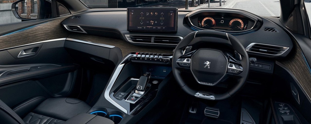 New PEUGEOT 5008: Modernised Peugeot i-Cockpit® with compact steering wheel, new head-up instrument panel and capacitive touchscreen