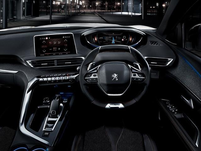 Peugeot 5008 SUV interior