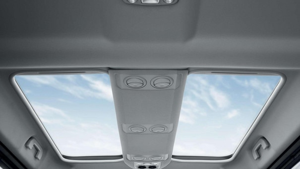 PEUGEOT Traveller:  Two concealed glass roof panels