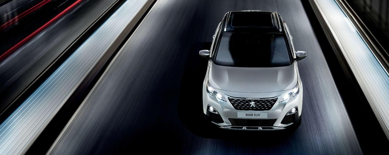 PEUGEOT 3008 SUV HYBRID4: driving on the road