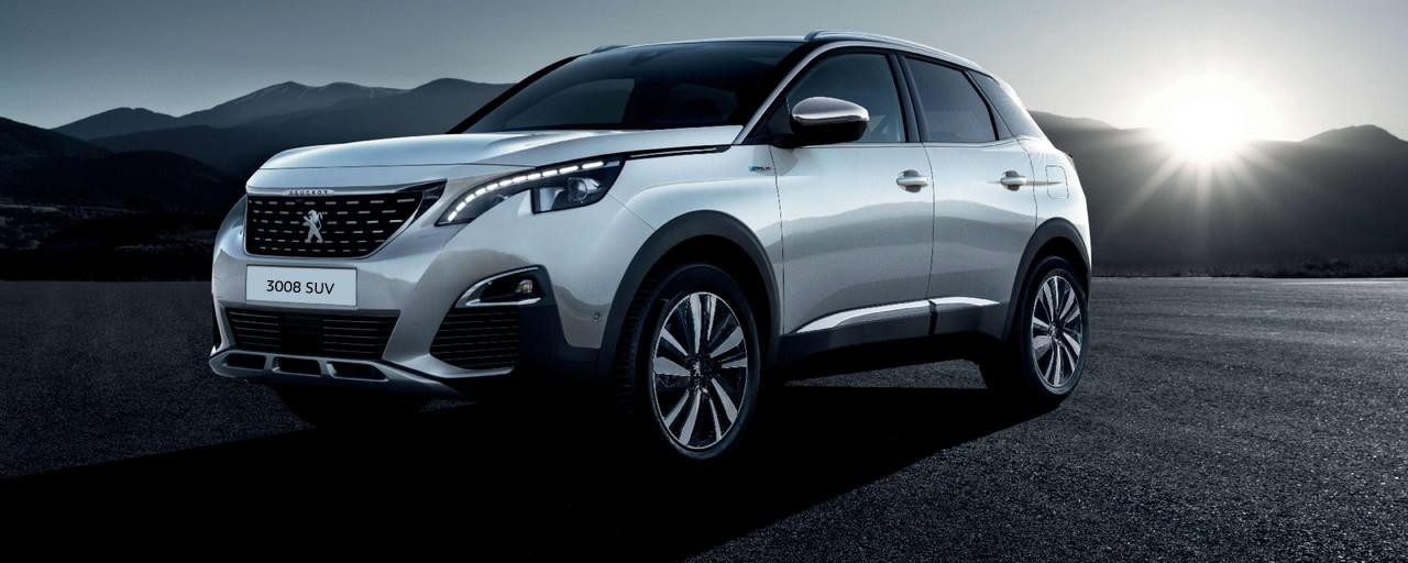 PEUGEOT 3008 SUV HYBRID4: front end from the side