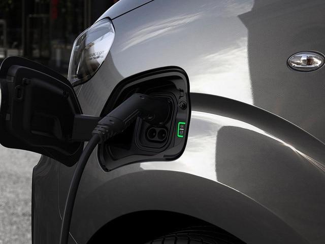 New PEUGEOT e-Traveller – Home charging
